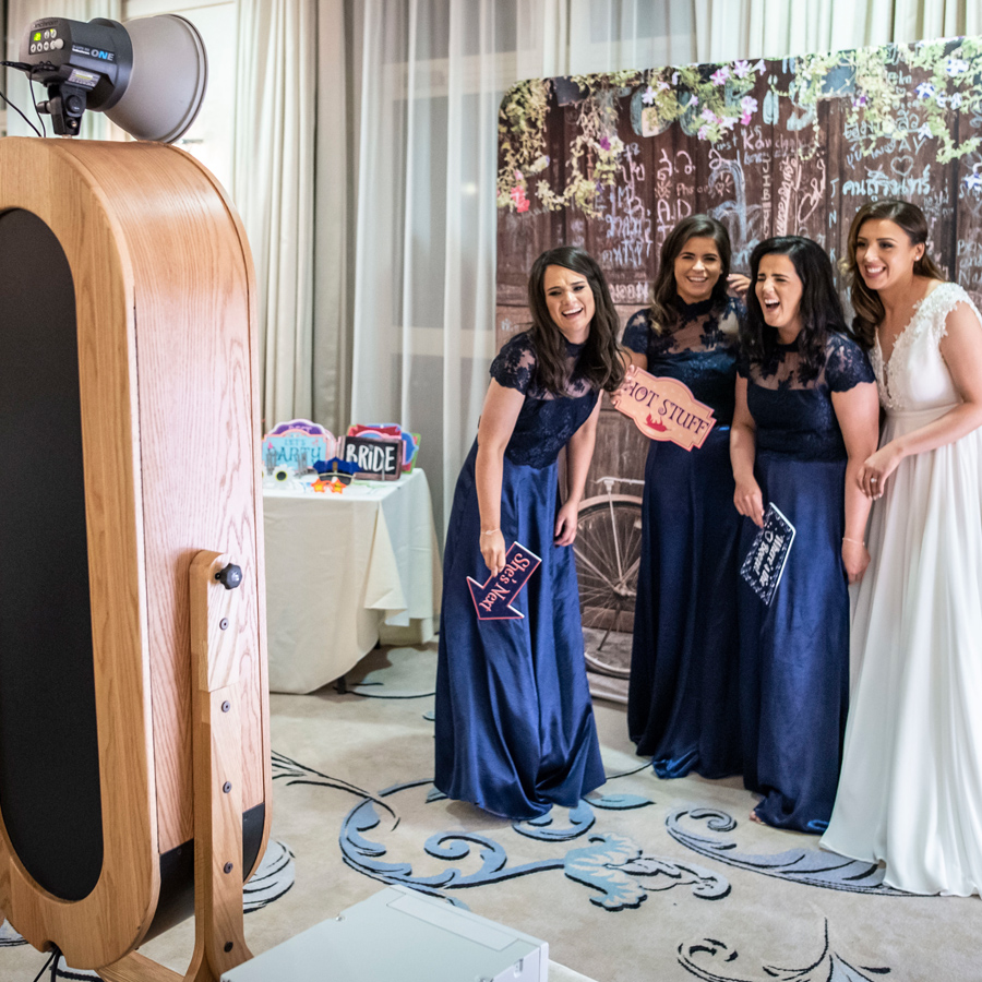 retro-magic-mirror-02-photo-booth-complete-photo-booth-installation